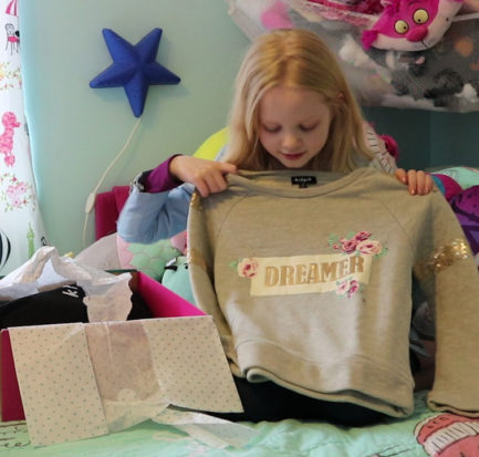 kidpik unboxing subscription box for girls