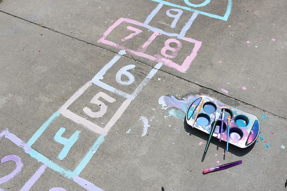 DIY Sidewalk Paint Chalk